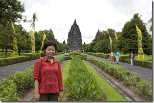 Naoko in front of Prambanan_1280_for_Web